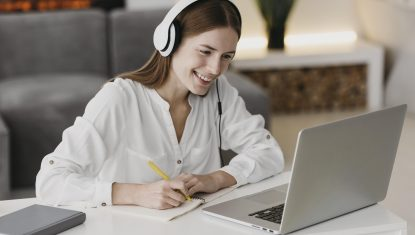 Unsere Schulungen für angehende ÖSD-Prüfende werden online durchgeführt.